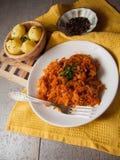 Cena caliente de la col y de la patata imagen de archivo