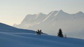 Cena calma da montanha na tarde fotografia de stock