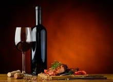 Cena con bistecca arrostita e vino Fotografie Stock