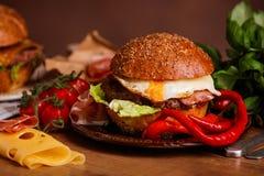 Cena con l'hamburger Fotografia Stock