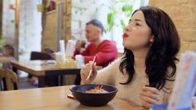 Cena coreana hermosa en restaurante coreano almacen de video