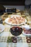 Cena in cottage con vino Fotografie Stock