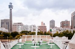 Cena da cidade de Yokohama da plataforma do céu do navio de cruzeiros sightseeing doc fotos de stock royalty free