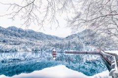 Cena da Lago-neve de Lulin da neve na montagem Lu fotografia de stock royalty free