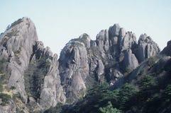 A cena da montanha amarela Fotos de Stock Royalty Free