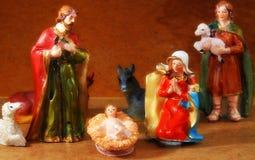 Cena da natividade com Mary e Joseph e o bebê Jesus perto de Shep Fotografia de Stock Royalty Free