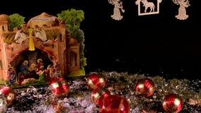 Cena da natividade e coleção do Natal no fundo preto Decoração do Natal Esferas do Natal vídeos de arquivo