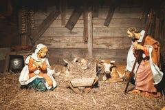 Cena da natividade no estábulo imagens de stock royalty free