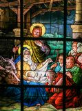 Cena da natividade no Natal - janela de vitral imagens de stock royalty free