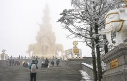 Cena da neve no goldentop, Mount Emei, porcelana Fotos de Stock Royalty Free