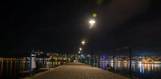 Cena da noite da aleia da frente marítima Fotos de Stock
