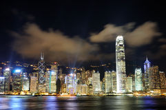 Cena da noite da arquitectura da cidade de Hong Kong Foto de Stock