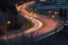 Cena da noite da estrada e dos carros Imagens de Stock Royalty Free