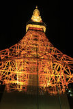 Cena da noite da torre de Tokyo vista abaixo fotografia de stock