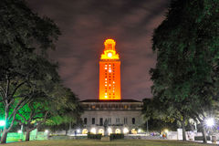 Cena da noite da torre de UT, Austin, Texas Imagens de Stock