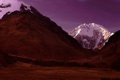 Cena da noite das montanhas de Salcanty imagens de stock