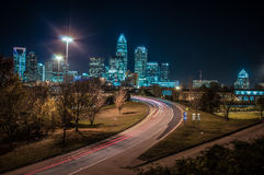 Cena da noite de Charlotte City Skyline Foto de Stock Royalty Free