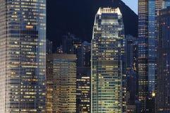 Cena da noite de edifícios do negócio Foto de Stock