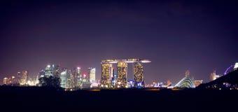 Cena da noite de Singapura, areias da baía do porto Fotos de Stock