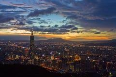 Cena da noite de Taipei com Taipei101 Fotos de Stock Royalty Free
