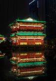 Cena da noite da reflexão do pavilhão de Tengwang foto de stock