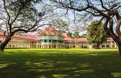 A cena da paisagem do palácio de Marukhathaiyawan brilha mais o pala de madeira Fotos de Stock Royalty Free