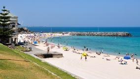 Cena da praia de Cottesloe: Austrália Ocidental imagem de stock royalty free