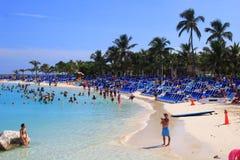 Cena da praia na colheita Caye, Belize imagens de stock royalty free