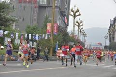 A cena da raça de maratona Imagens de Stock