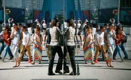 Cena da rua das reflexões de Manhattan Imagens de Stock