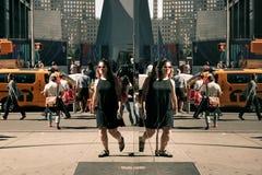 Cena da rua das reflexões de Manhattan Fotos de Stock
