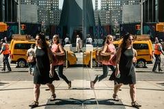 Cena da rua das reflexões de Manhattan Foto de Stock Royalty Free