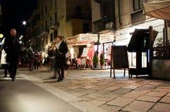 Cena da rua de Brera, Milão, Itália Fotografia de Stock