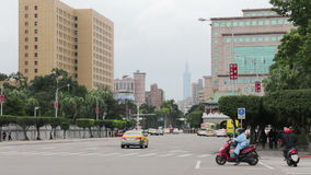 Cena da rua de Taipei no bulevar de Ketagalan HD vídeos de arquivo