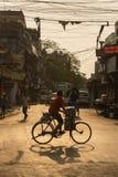 Cena da rua da manhã em Kolkata, Índia Foto de Stock Royalty Free
