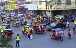 Cena da rua movimentada: cidade do tuguegarao, Filipinas Fotografia de Stock