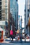 Cena da rua na 6a avenida no Midtown de Manhattan em New York C Fotografia de Stock