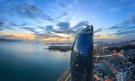 Cena das torres gêmeas de Xiamen Shimao Petronas, China foto de stock