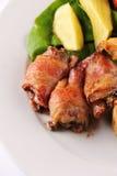 Cena de boda con el filete y la ensalada del pollo Imagen de archivo