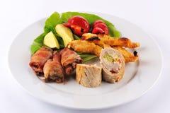 Cena de boda con el rodillo de carne del schnitzel de los pinchos Fotografía de archivo