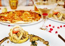 Cena de gala en el restaurante, mezcla de diversos mariscos, pi de los pescados imagen de archivo