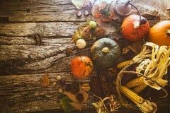 Cena de la acción de gracias en la madera Imagen de archivo libre de regalías