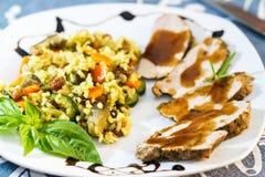 Cena de la carne de la carne asada, de la salsa y del arroz sabroso Fotografía de archivo