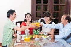 Cena de la familia imagen de archivo libre de regalías