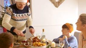 Cena de la Navidad de la porción almacen de metraje de vídeo