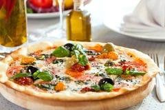Cena de la pizza Imagenes de archivo