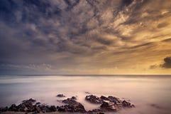 Cena de seda bonita da praia da água fotos de stock