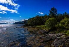 Cena de Serene Scandinavian Fjord Fotografia de Stock Royalty Free