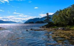 Cena de Serene Scandinavian Fjord Imagem de Stock Royalty Free