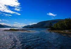 Cena de Serene Scandinavian Fjord Village Fotos de Stock